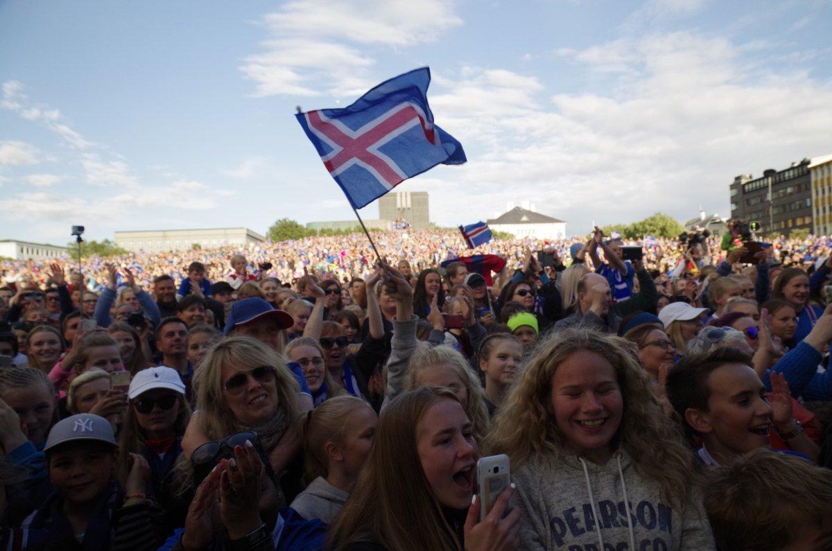冰岛有多少人口